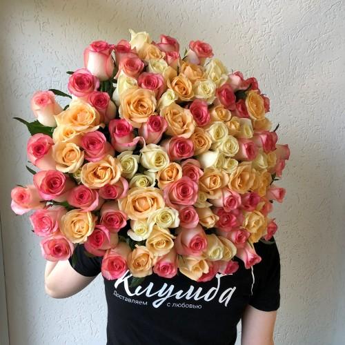 Букет 51 разноцветная роза  с доставкой в Самаре