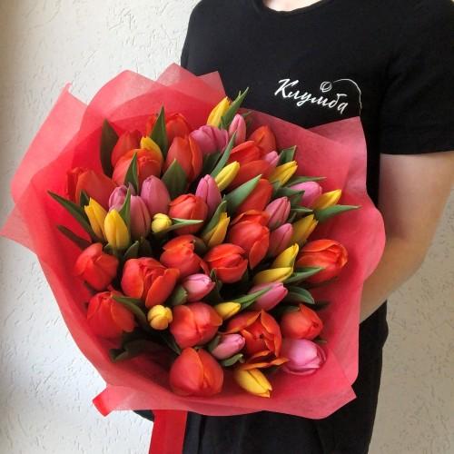 Букет 51 разноцветный тюльпан с доставкой в Самаре