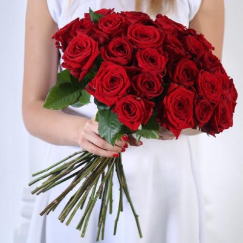 Букет 25 красных роз с доставкой в Самаре