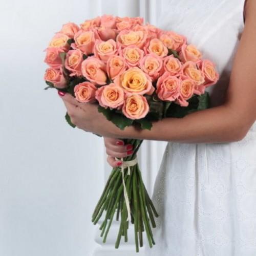 Букет 25 персиковых роз с доставкой в Самаре