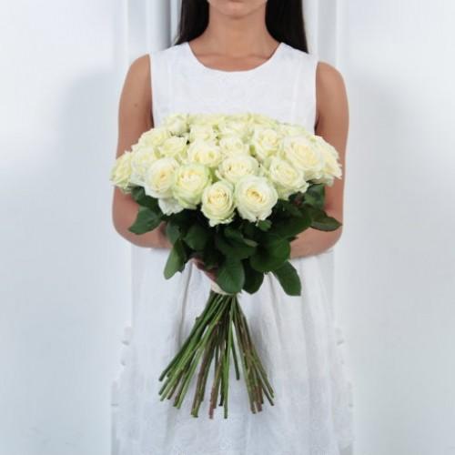 Букет 25 белых роз с доставкой в Самаре