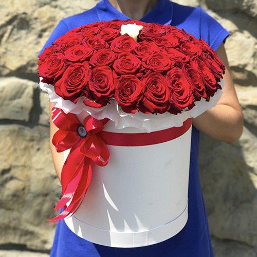 Букет 51 роза в коробке с доставкой в Самаре